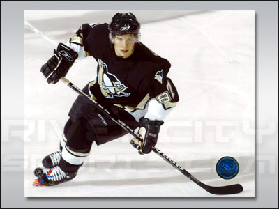 PITTSBURGH PENGUINS 8X10 PHOTO - CROSBY. Found in Souvenirs > Pictures